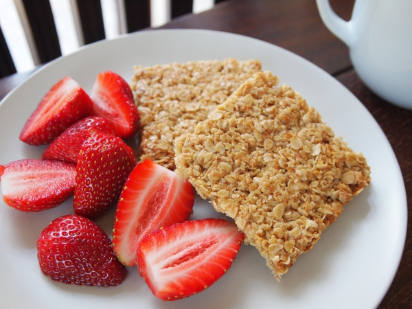 flapjacks with strewberries