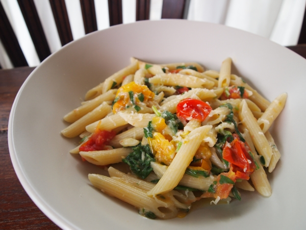 spinach cherry tomato garlic pasta