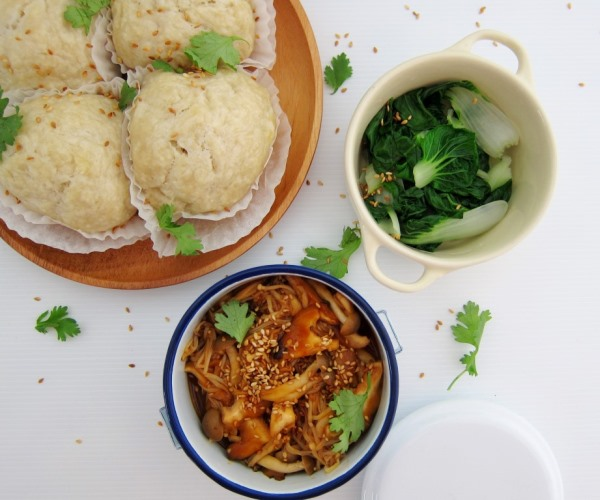 Coconut buns, hoisin mushroom and vegetables