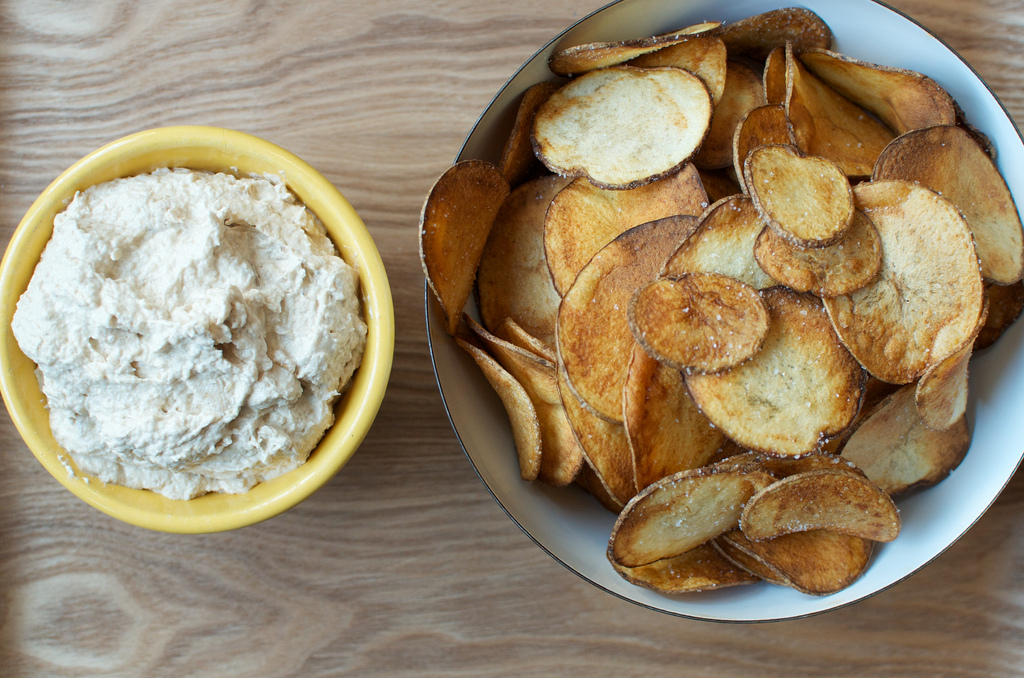 potato chips with onion dip