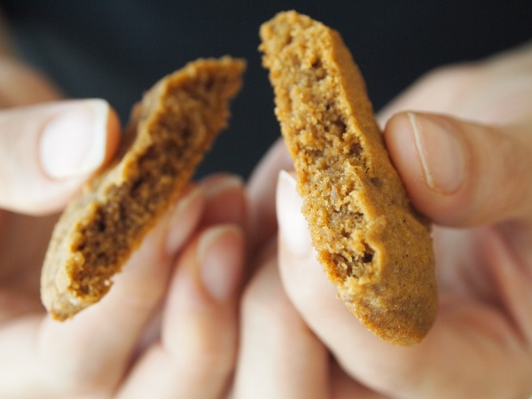 inside spiced caramelised cookies