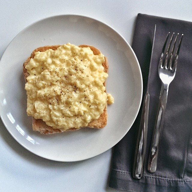 Simple scrambled eggs on toast. Simple but always delicious. #sgfood #foodie #foodporn #homecooking #breakfast #sgeats #foodphotography #eggs #simplefood
