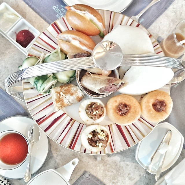 Had a taste of the lovely afternoon tea set over a very productive meeting at Clifford Pier in Fullerton Bay Hotel this afternoon. Nice mix of local and Western snacks. #sgfood #foodie #foodporn #foodphotography #sgeats #singapore #hightea #afternoontea #cliffordpier #fullertonbayhotel