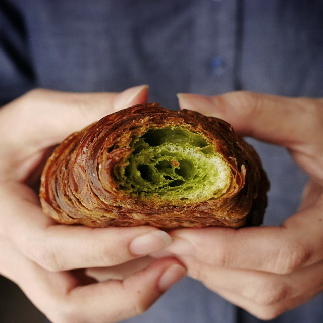 While I had a Robuchon caramel sel croissant for brekkie, @sulyntan had this beautiful green tea croissant by Sadaharu Aoki. #foodie #foodporn #foodphotography #japan #tokyo #croissant #greentea #sadaharuaoki #pastry #beautiful #breakfast #brekkie #goodmorning