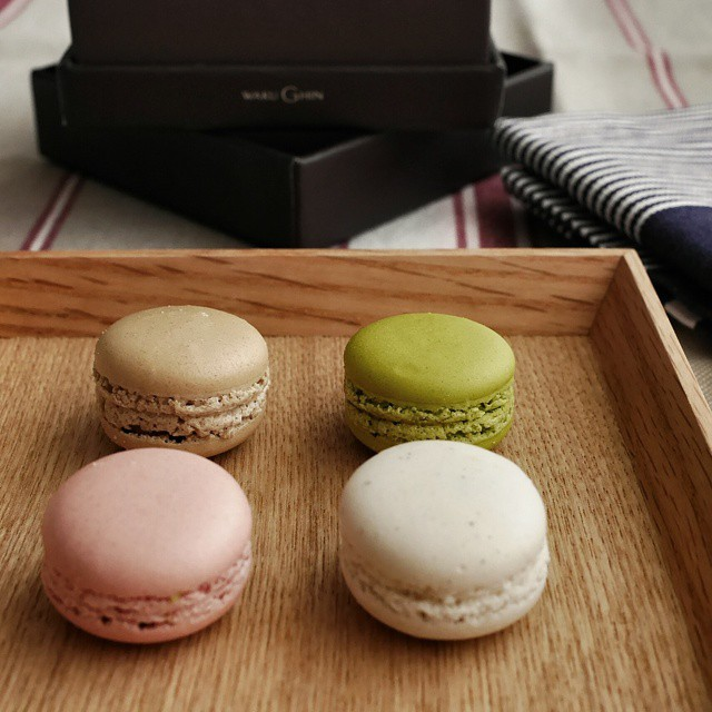 Enjoying the delightful tiny macarons that chef Tetsuya Wakuda gave to me during the Epicurean Market this past weekend. Some very interesting and surprising flavours. #sgfood #foodie #foodporn #foodphotography #sgeats #singapore #restaurant #singaporerestaurants #macaron #wakughin #dessert #sweettreat
