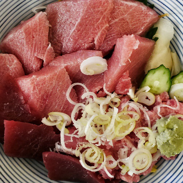 Fatty tuna rice bowl. At a tiny sushi shop in Asakusa. Very much enjoying being in Tokyo. I think I'd pay the same  for just 2 slices of Toro in Singapore. #foodporn #foodie #foodphotography #travel #japanesefood #japan #tokyo #toro #sushi #fattytuna #foodgasm