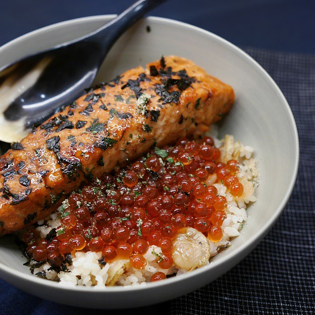 Dinner tonight is teriyaki salmon and home-marinated ikura over leftover Japanese scallop rice. Terrific #onedishmeal. #sgfood #foodie #foodporn #homecooking #dinner #sgeats #foodphotography #igsg #instafood #foodstagram #yummy #delicious #ikura #donburi #onthetable #whati8today