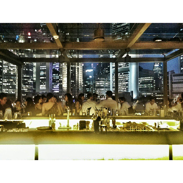 Huge congratulations to Beppe DeVito for the official opening of his new Boat Quay rooftop bar South Bridge. Amazing view. Great drinks. Good people. #sgdrinks #bar #boatquay #singapore #rooftopbar #southbridge #southbridgesg
