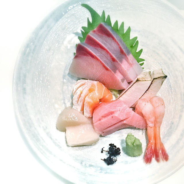 Nice little plate of raw fish. Part of the #sashimi #setlunch at #shinzo. $38 for salad, sashimi, tempura, maki, udon and yuzu ice cream. Not a bad deal. #sgfood #foodie #foodporn #sgrestaurants #singaporerestaurants #singapore #sgeats #igsg #onthetable #whati8today #instafood #foodstagram #yummy #rawfish #japanesefood
