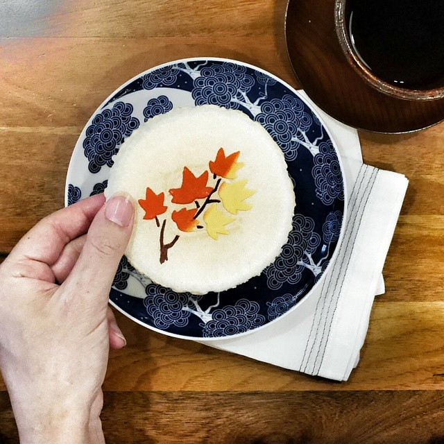 Enjoying gorgeous seasonally-themed #autumn rice crackers we brought back from #kyoto. Perfect hint of #sweetness. #foodie #foodporn #foodphotography #japan #kyotofoodie #travelforfood #instafood #foodstagram #snackyboo #suitcasefilledwithfood